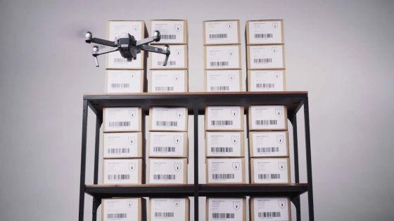 Dans un supermarché à Phoenix : il échange l'étiquette affichantle prix d'un drone