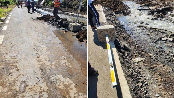 Travaux du Metro Express à Floréal : la rue Sivananda sous les eaux usées après la rupture d'un conduit