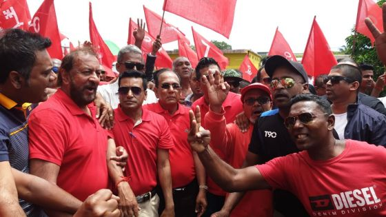 [En images] Nomination Day : Devanand Rittoo, Anil Baichoo et Dhiraj Khamajeet arrivent au Nomination Centre du no 9