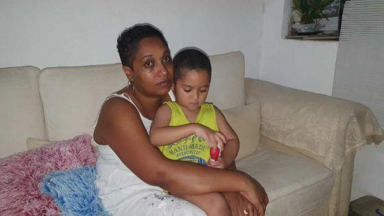 Le geste d'amour d'une maman courage : face au cancer, elle soutient Roan, 4 ans, en se rasant la tête