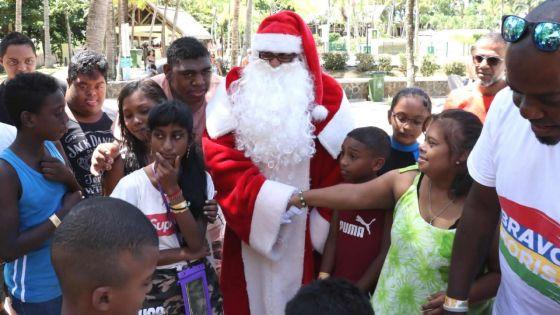 Au Splash N Fun de Belle Mare : Radio Plus fait le bonheur de 100 enfants autrement capables