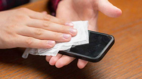Comment désinfecter votre smartphone : les téléphones contiennent dix fois plus de bactéries que la lunette des toilettes