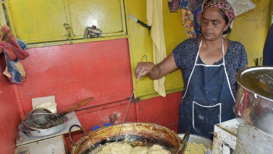 La famille Mudhoo : 50 ans à fabriquer des gâteaux piments