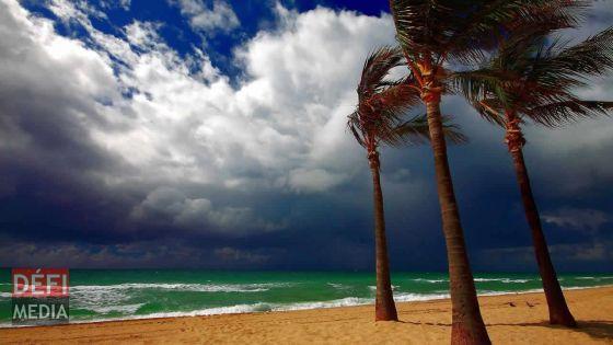 Avis de vents forts : des houles de 4 mètres attendues, les sorties en mer et dans les lagons déconseillées
