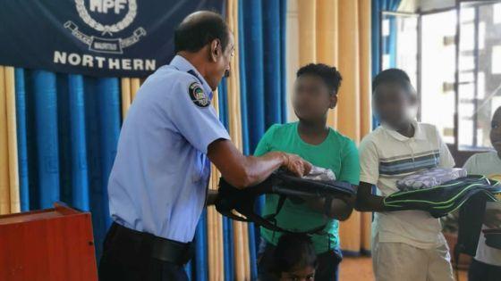 Oeuvre noble des policiers de Grand-Baie : fête pour les enfants et distribution de matériel scolaire