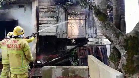 À Quatre-Bornes : une famille perd tout dans un incendie