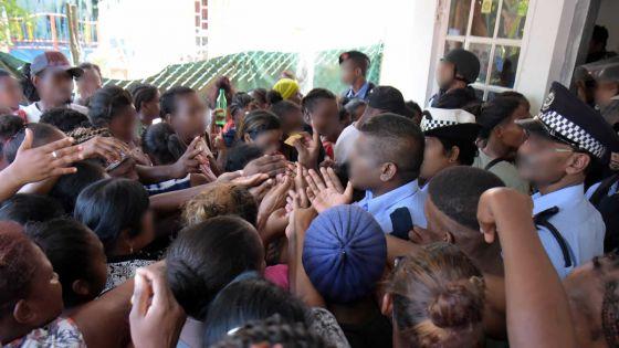 Terre-Rouge : l'utilisation du gaz lacrymogène attise la colère des sinistrés