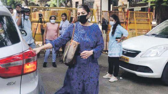 Affaire de drogue : Le manager de Shah Rukh Khan remet des documents