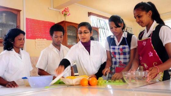 Pour la rentrée 2020 :uniformes et repas quotidiengratuits au Lycée Mauricien