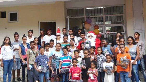 Be a Santa for Needy : le Dr Régis Chaperon SSS fait le bonheur des enfants de Ti Rayon Soleil