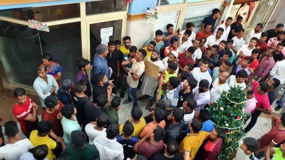 Boni de fin d'année impayé : des employés d'usines prennent d'assaut le ministère du Travail