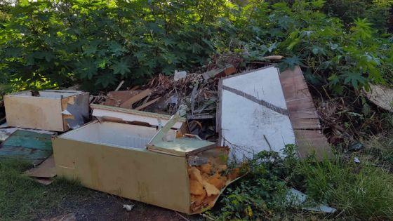 Pollution : des débris jetés sur son terrain sans son consentement