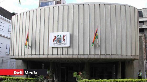 Manifestation des Agaléens devant l'Hôtel du gouvernement
