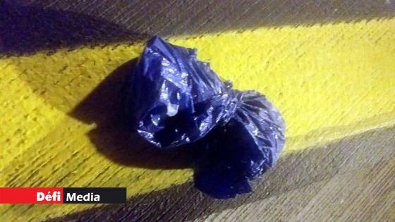 Rs 11 millions d'héroïne découvertes sur le tarmac de Plaisance : 5 personnes interrogées