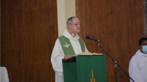 « La joie passe dans la paix et le service aux plus petits… », dit le père Hervé de Saint-Pern