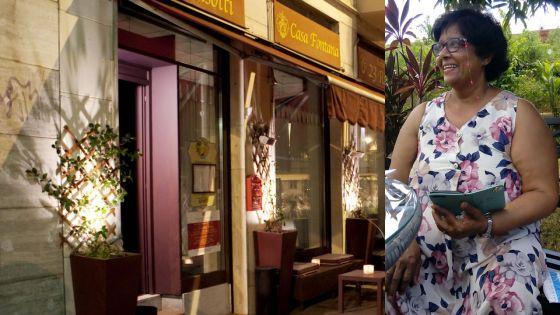 Indira Fontana devant son restaurant en Italie.