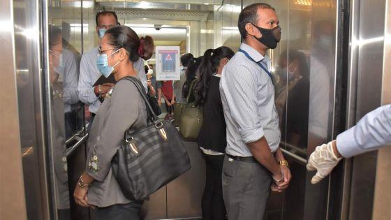 Ministère de la Fonction publique : 4 personnes ont accès à l'ascenseur afin de respecter la « social distancing »