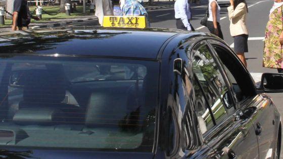 Déviations routières à Port-Louis : les opérateurs de taxi comptent enfiler leurs gilets jaunes