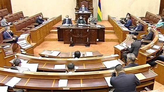 Deux projets de loi et 89 interpellations à l'agenda, ce mardi