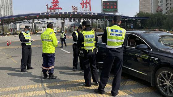 Covid-19 : la Chine confine une ville de quatre millions d'habitants