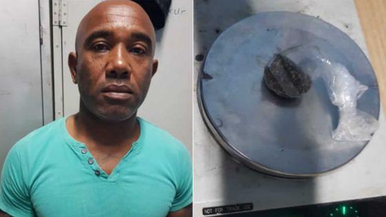 Lutte anti-drogue à Bel Air Rivière Sèche : le dealer Polok arrêtépendant l'alerte cyclonique 3