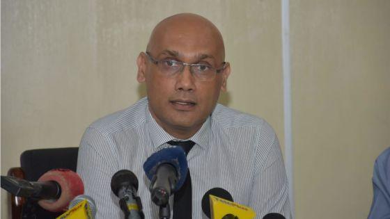 Covid-19 : aucun symptôme sur les 87 passagers du vol Alitalia, affirme le Dr Kailesh Jagutpal