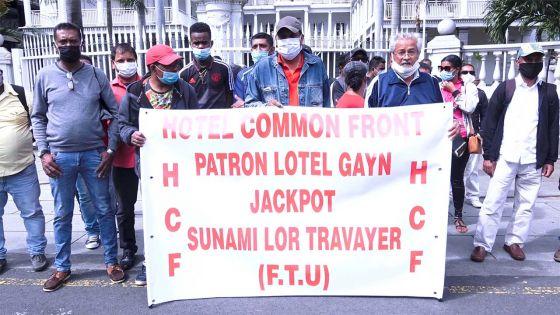 Manif devant le Parlement : le Front commun des hôtels dénonce les conditions imposées aux salariés