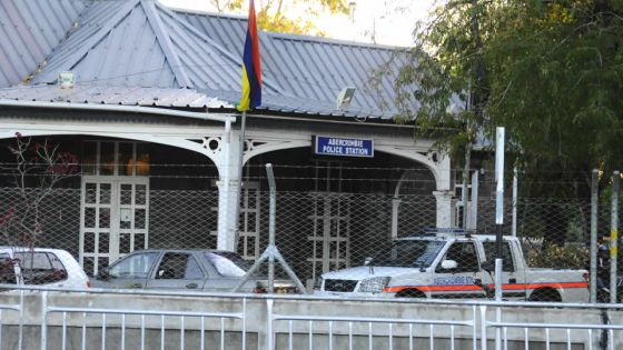 'Rogue and Vagabond' : Vexé, «Zozo» insulte des policierset est arrêté