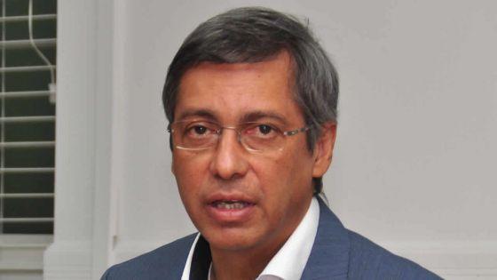 «Trop, c'est trop», dit Xavier-Luc Duval au sujet de l'agenda programmé demain au Parlement