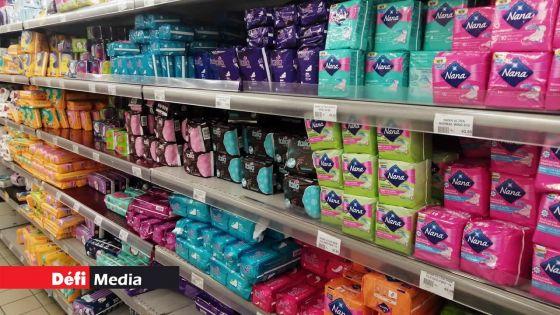 Serviettes hygiéniques gratuites aux filles des Grades 6 à 13 : le débat est lancé