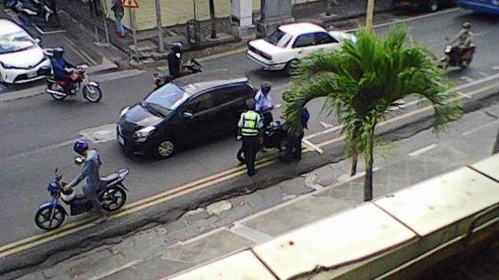 Rue Pope-Hennessy, Port-Louis : des contrôles jugés dangereux par un usager de la route