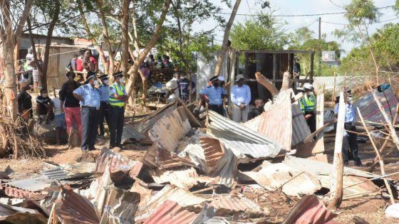 Démolition des maisonnettes illégalement construites à Pointe-aux-Sables : «La nou pena plas pou nou dormi», dit un squatter