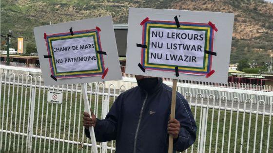 Manifestation au Champ-de-Mars : des turfistes contestent la création de la Horse Racing Division