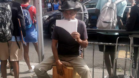 Artiste de rue : Vayoud et sa musique du coeur