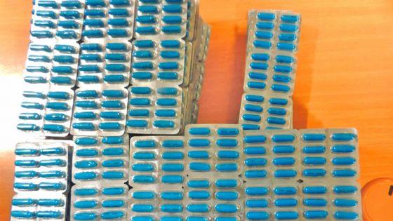 Arrêté avec 2300 comprimés de Tramadol : un businessman indien inculpé d'importation de drogue