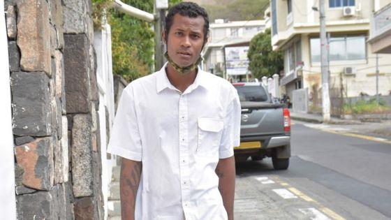 Il n'a que 24 ans : de barman 4 étoiles à SDF