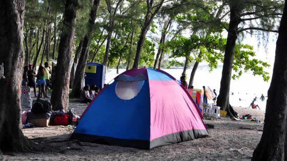 Camping sur la plage publique : le dépôt de Rs 3 000 fait tiquer