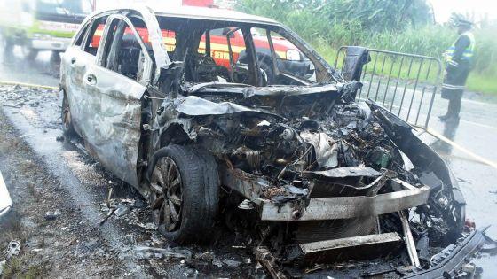 Sur l'autoroute : Hemraz Nohur meurt dans sa Mercedes en flammes