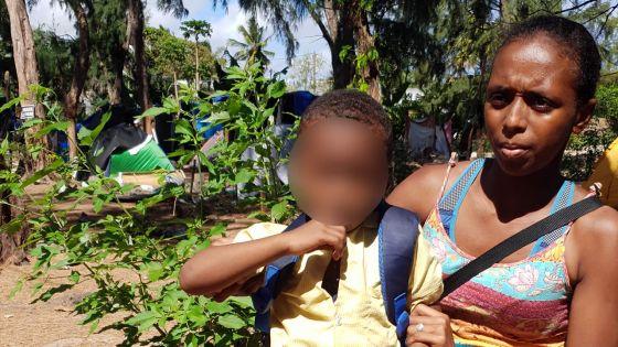 Après avoir vécu comme une SDF : les efforts d'une mère pour sortir de la misère