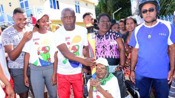 JIOI :  deux centenaires portent la flamme des Jeux