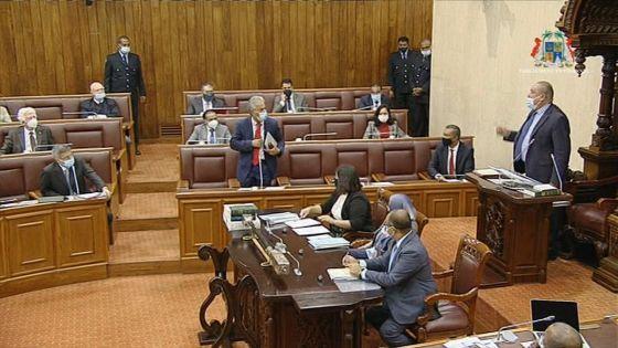 Séance houleuse lors de la PNQ : Boolell « named » par le Speaker, le député rouge le traite ensuite de « batiara »