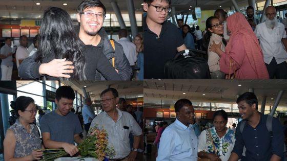 [En images] Emotion et retrouvailles : les rapatriés de Wuhan sont rentrés au pays