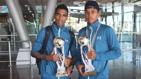 Coupe du monde de kick-boxing : les Mauriciens Bauluck et Robertson de retour au pays après leurs médailles d'or en Italie