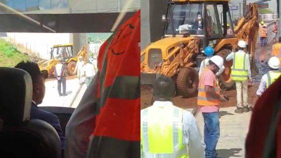 Metro Express : un tram bloqué à Coromandel «à cause de la boue»