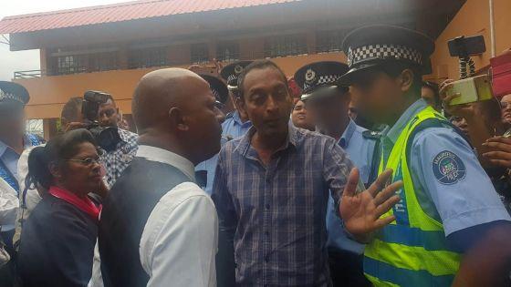 Nomination Day : se disant «traumatisé» après un accrochage verbal, le leader du Party Malin porte plainte contre un policier