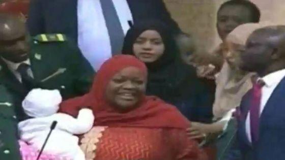 4 Minutes aux 4 Coins du Monde : Kenya, une députée venue avec son bébé, expulsée du Parlement