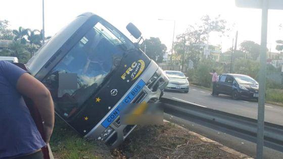 Calebasses : un minibus fait une sortie de route