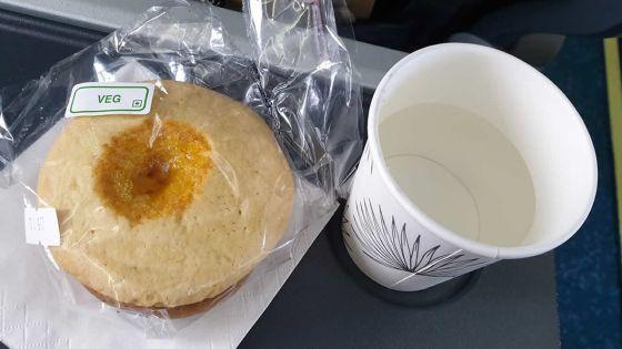 Vol Maurice/Rodrigues : deux biscuits, de l'eau ou du jus aux passagers