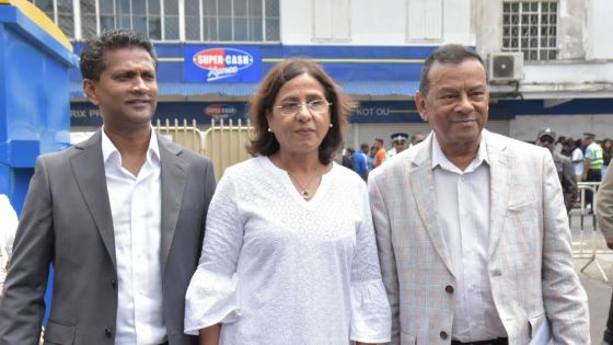 Nomination Day : Ivan Collendavelloo , Fazila Daureeawoo et Seety Naidoo arrivent pour se porter candidats