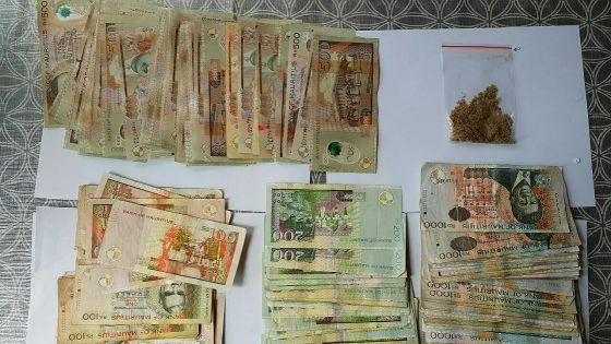 Arrestation hors du commun : il avait sur lui Rs 119 000 et 6 g d'héroïne dans l'enceinte du poste de police